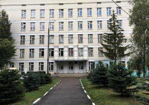 Территорию районной школы подготовят к учебному году. Фото: Анна Быкова