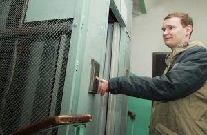 Специалисты проверили дома в районе к мотофестивалю. Фото: Наталия Нечаева, «Вечерняя Москва»