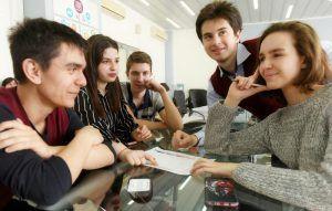 Ученики школы №627 приняли участие в олимпиаде по функциональной грамотности. Фото: Александр Кожохин, «Вечерняя Москва»