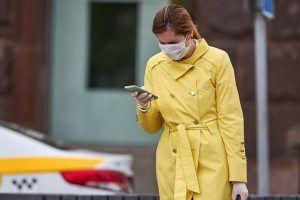 Жителям столицы напомнили о важности ношения масок и перчаток в период эпидемии. Фото: сайт мэра Москвы