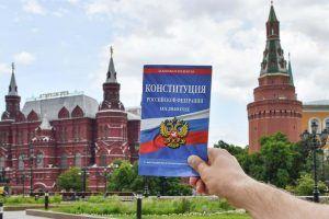 Писатель Сергей Минаев отметил важность участия в голосовании по поправкам к Конституции. Фото: сайт мэра Москвы