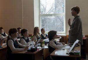 Профилактическую беседу провели в школе №627 имени Дмитрия Лелюшенко. Фото: Александр Кожохин, «Вечерняя Москва»