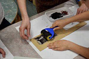 Открытку к женскому дню создадут на мастер-классе в Центре творчества «Замоскворечье». Фото: Анна Быкова