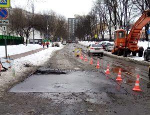 Ремонтные работы возобновили после морозов в районе. Фото предоставили сотрудники учреждения«Жилищник»